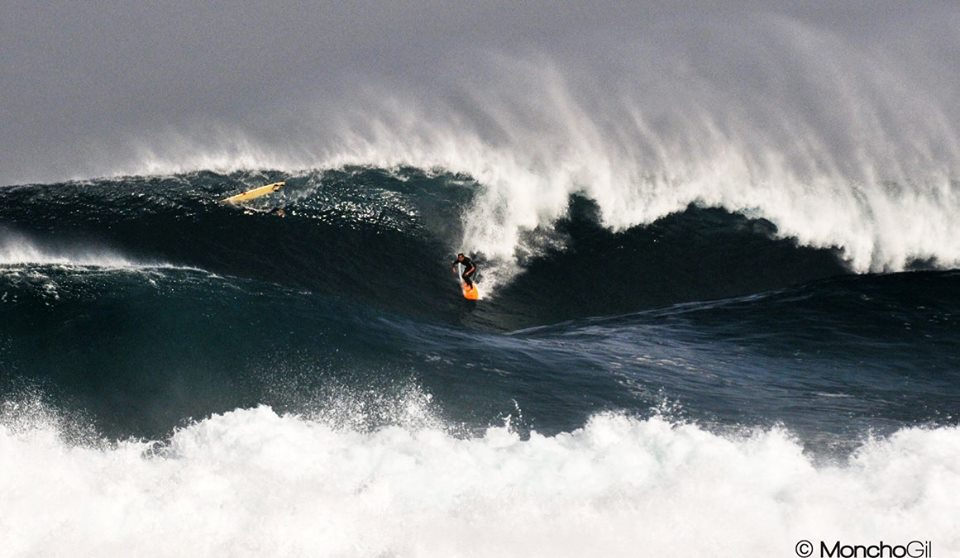 This weekend we get a huge swell on the coasts of Fuerteventura. The more  courageous are out to surf towned-in those monsters ! The other ones…are on  the ... b302376d2c7d